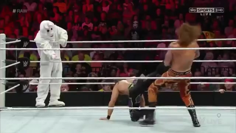 WWE RAW Adam Rose y El Conejo The Bunny VS Heath Slater y Titus ONeil Españ