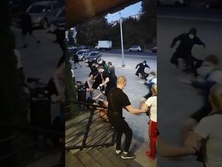 Драка фанатов Ростова и Локомотива,Ростов в чёрном)))
