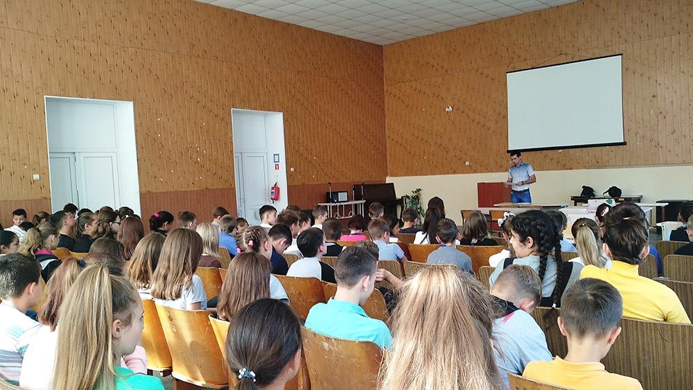 Специалисты Донецкого ГУЮ провели беседу на тему «Я гражданин Донецкой Народной Республики»