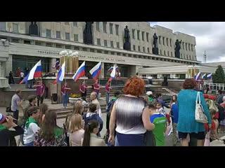 Омск: флешмоб, посвященный Дню российского флага