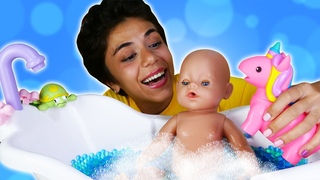 Кукла Беби Бон принимает ванну! Веселые игры для девочек в дочки матери Няня для Эмили