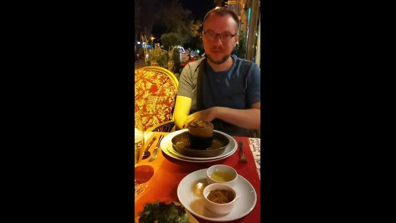 Testi kebabi Подача жаркого в горшочках Гереме