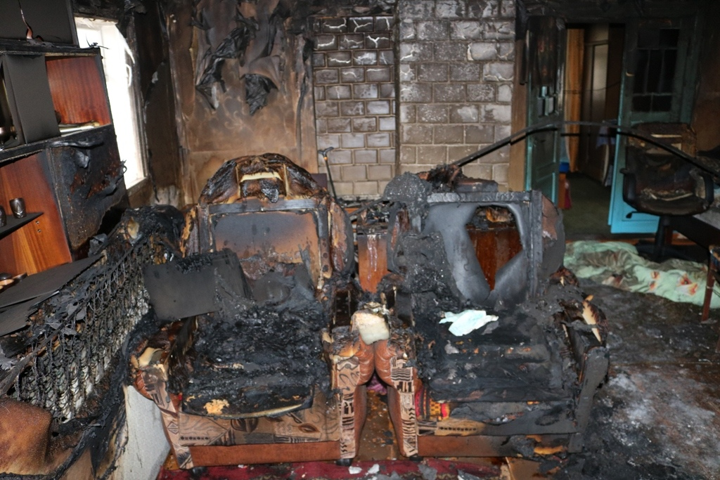 Два человека погибли на пожаре в Лидском районе.