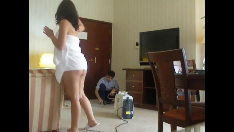 - Arab Slut Teasing The Room Service Boy (Arab Sex) - شرموطة عربية تغري العامل في الفندق (سكس عربي)