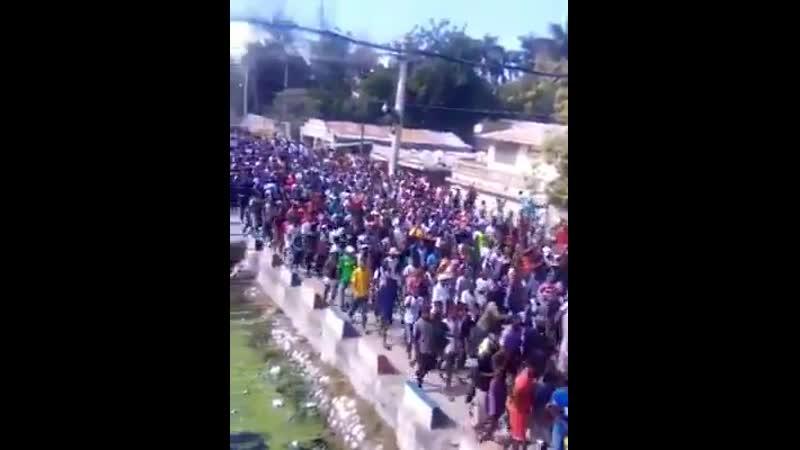 А это Гаити 05'12'19 президента с правительством в отставку и точка.