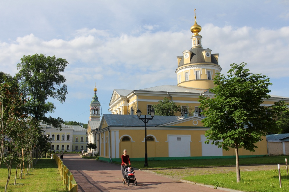 Тёплый июньский денёк в Рогожском посёлке