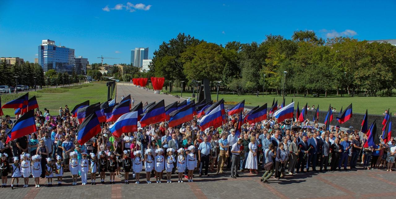 В Донецке прошёл торжественный митинг по случаю празднования Дня города Донецка и Дня шахтёра