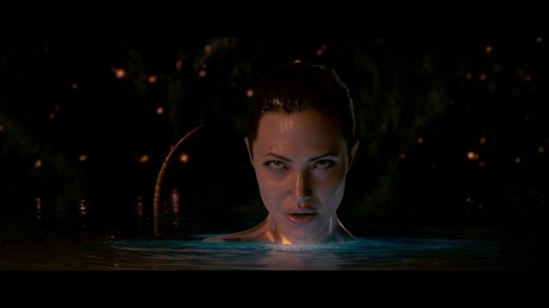 Мать Гренделя Анджелина Джоли соблазняет героя Беовульф 2007