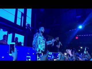 Дрейк исполняет 'God's Plan' в ночном клубе 'Marquee' в Лас-Вегасе