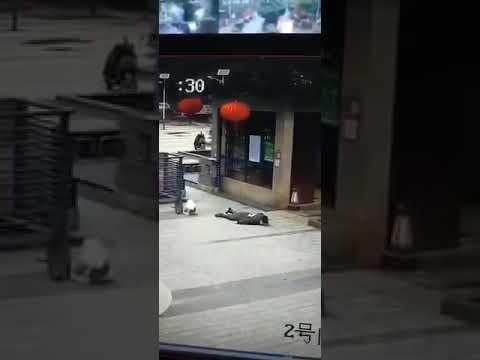 Люди падают на улицах Китая ВИРУС АТАКУЕТ