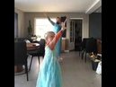 Mom is not at home, father and son turned into Queen Elsa Dance Let It Go