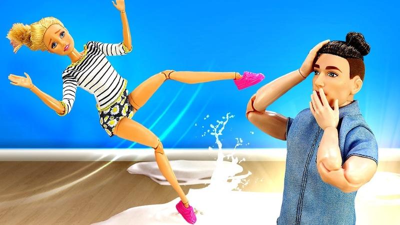 Видео КУКЛЫ Барби ушибла ногу акукла доктор руку Кен помогает куклам Видео для девочек