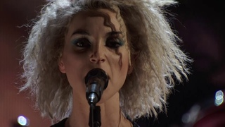 St. Vincent - Lithium (Nirvana cover at the Rock & Roll Hall of Fame,  2014)