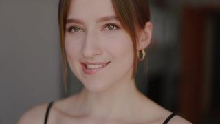 Анна Ахматова - Я не любви твоей прошу... (читает Маша Матвейчук, музыка Ави Аветисян)