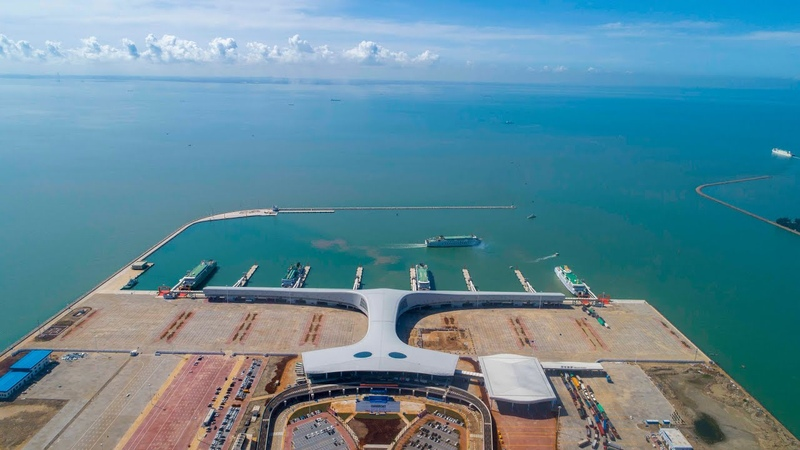 Worlds largest roll-onroll-off passenger, freight port starts operation in S China