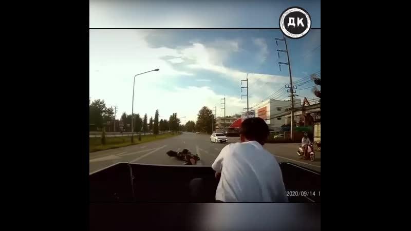 Залетел в грузовик | Дерзкий Квадрат