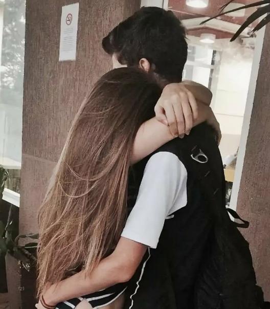 Картинки девочка и парень целуются с закрытыми лицами