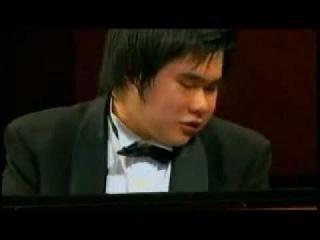 Nio ciego Nobuyuki Tsujii. Excelente talento para tocar el piano