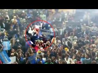 Протестующий сорвал выступление президента США на предвыборном митинге в одном из штатов - Первый канал