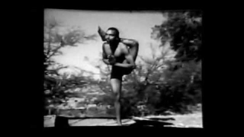 Кришнамачарья и Б.К.С. Айенгар в 1938 под пение Йога-Сутр, Часть 1 из 6