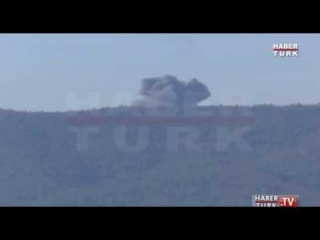 Warplane crashes in Syria near Turkey border (CRASH VIDEO)