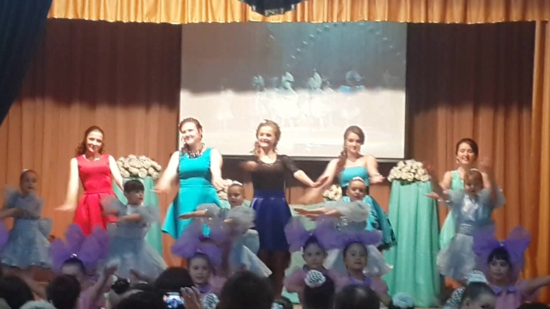 Солисты танцуют танец Кукол 24 05 2015