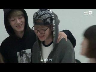 【FANCAM】131028 baekhyun & Chen Comeback To Korea [LightMe]