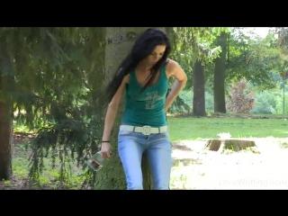 Вечеринка частное видео девушка на улице описалась в джинсы прилюдно девушка
