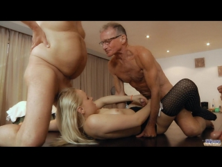Oldje  (lola taylor) любовь бушуева (old school gangbang)  oldman  young girl 720p