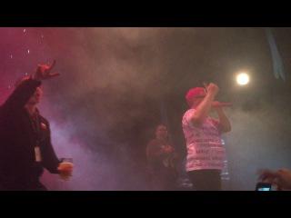 Oxxxymiron неожиданно вышел на сцену на концерте Thomas Mraz