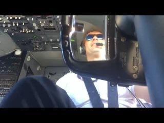 Пилот Boeing 737 при посадке в сильный ветер