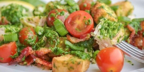 10 очень вкусных салатов со свежими помидорами, изображение №1