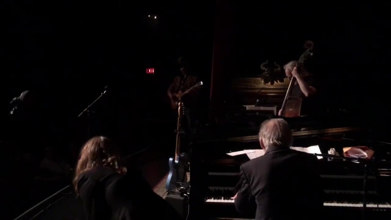 Regina Spektor Over The Rainbow with Benmont Tench Mike Campbell and Sebastian Steinberg