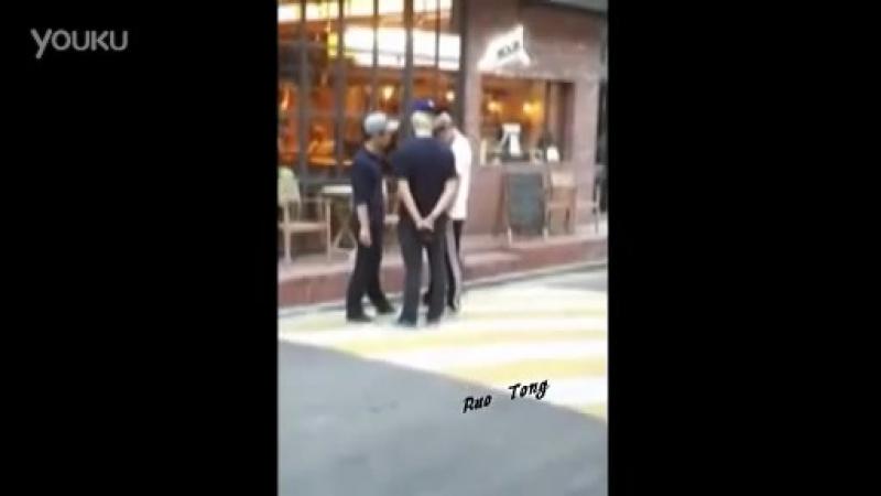 [Фанкам] JB и Jr. возле кафе