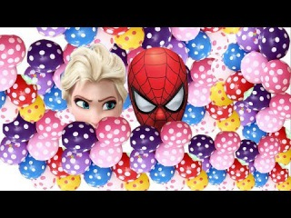 Spiderman vs Elsa Blowing Up Balloons with Easy Inflatable Tool and Popping Them.
