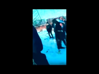Безумные подростки в Горелово нападают на людей и отжимают шмот