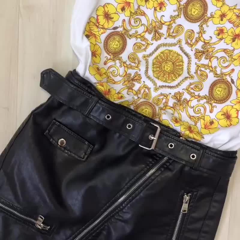 Футболка Versace и юбка