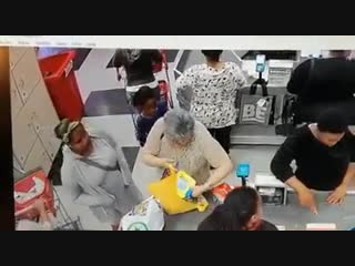 This mom and her daughter stealing from an elderly woman