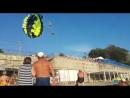 Жесткое видео из Краснодарского края. Парня и девушку ударило током во время катания на парашюте. Молодые люди отдыхали на Черн