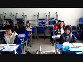 Студенты китайского университета поют Купалнку