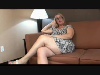 Накачанный негр с большим членом трахает зрелую пухлую bbw маму и сливает в рот | инцест feet foot fetish chubby milf granny mom