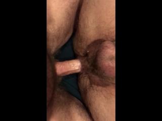 #ГейХран. Качок с маленькой писей даёт в жопу. Гей порно секс бодибилдер пирсинг член хуй гигантский анал медведь волосатый