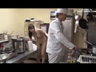 Японское ENF-CMNF-видео  Девушка должна выполнить задание голой
