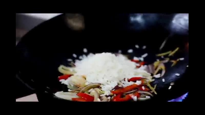 ПРОЦЕСС...рис Индика с морепродуктами на воке (online-video-cutter.com)