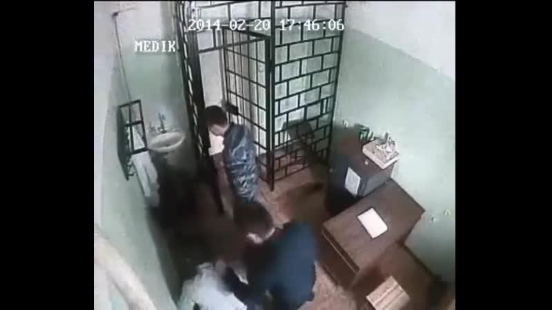 Беспредел в Петрозаводской ИК-9 (Нач избивает осуждённого)