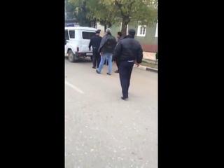 Обычное общение аборигенов и сотрудников полиции в РФ