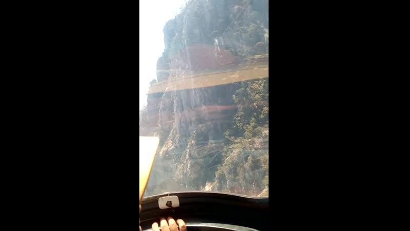 спуск по канатной дороги
