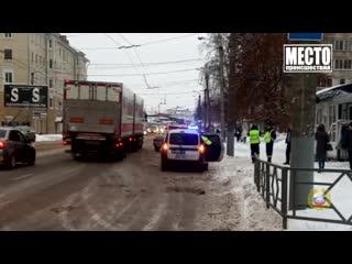 Обзор аварий. Пешеход упал под троллейбус на Комсомольской.