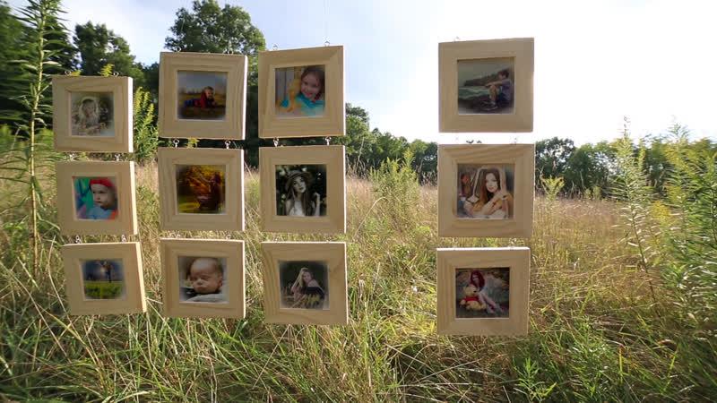S025 Slideshow Hanging Wood Frames Gallery