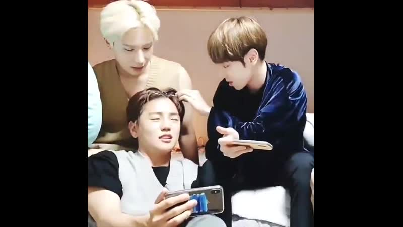 Byeongkie trying his best to put the glasses on Donghun and Sehyoon just ending the suffering and taking them himself